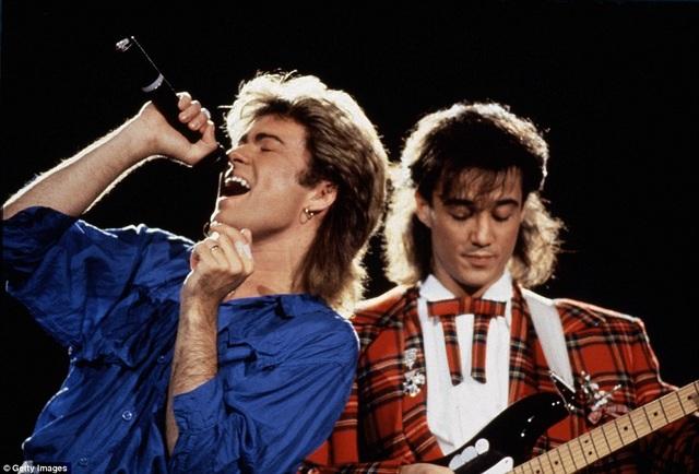 Hai thành viên của nhóm Wham! - George Michael và Andrew Ridgeley trình diễn tại Nhật Bản vào tháng 1/1985 và một năm sau, họ chia tay nhau.