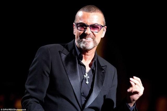 George Michael trình diễn trong chương trình gây quỹ từ thiện ở Paris, Pháp vào năm 2012.
