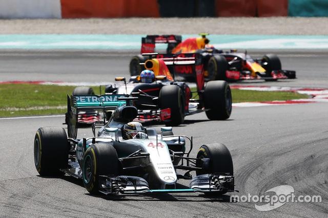 Daniel Ricciardo và Red Bull Racing thống trị Sepang - 1