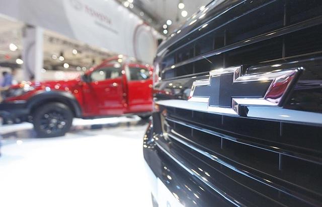 Các điểm nhấn thiết kế màu đen tuyền trên phiên bản Midnight đặc biệt như bánh xe màu đen 18 inch, ốp cản xe và lưới tản nhiệt màu đen, tay nắm cửa và nắp gương màu đen, và logo Chevrolet màu đen.