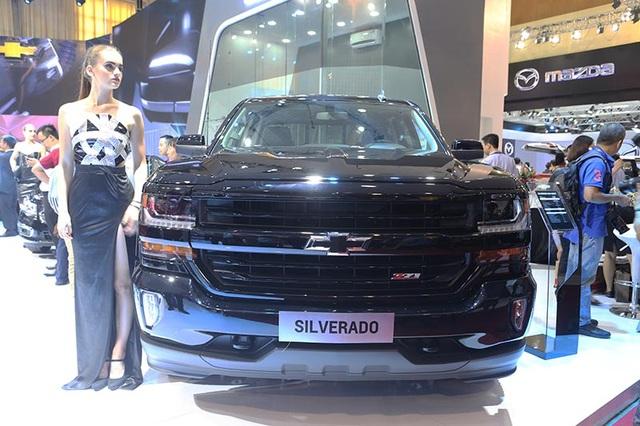 Silverado được trang bị loại động cơ bán tải duy nhất sử dụng hệ thống phun nhiên liệu trực tiếp, hệ thống quản lý nhiên liệu chủ động và van biến thiên. Động cơ sản sinh mô men xoắn cực đại 518 Nm và công suất tối đa 355 mã lực, đi kèm với hộp số tự động 6 cấp.