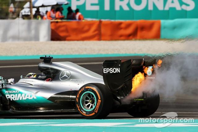 Daniel Ricciardo và Red Bull Racing thống trị Sepang - 10