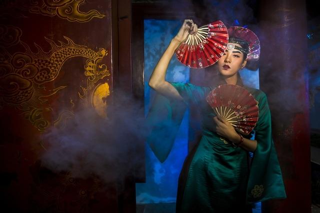 Hạ Vy, Phan Hà Phương khiến du khách quốc tế trầm trồ với áo dài cổ - 9