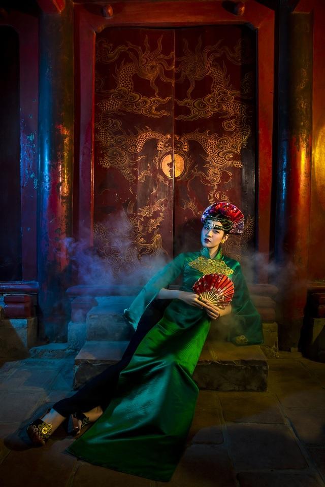 Hạ Vy, Phan Hà Phương khiến du khách quốc tế trầm trồ với áo dài cổ - 8