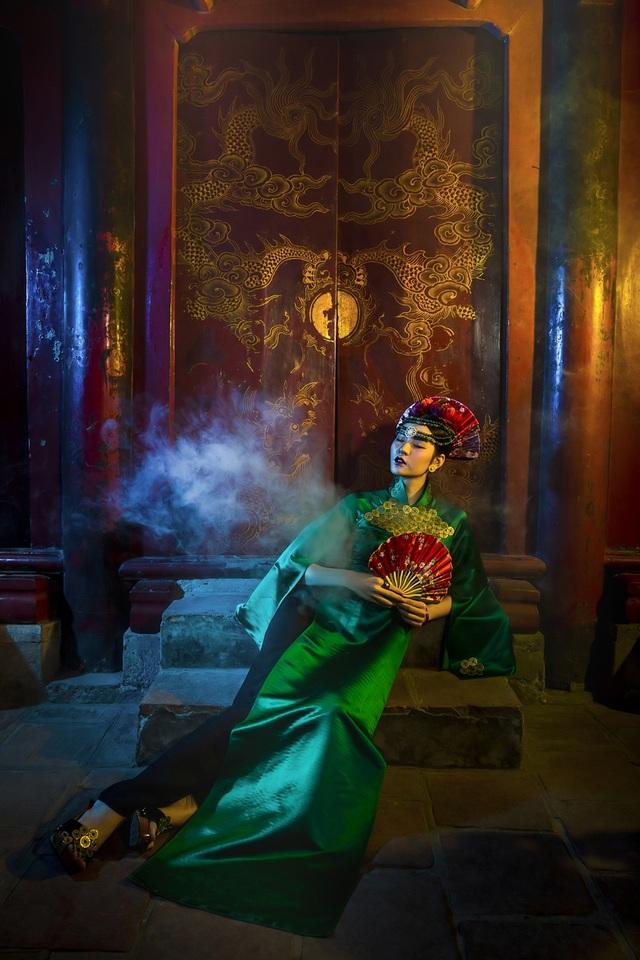 Hạ Vy, Phan Hà Phương khiến du khách quốc tế trầm trồ với áo dài cổ - 7