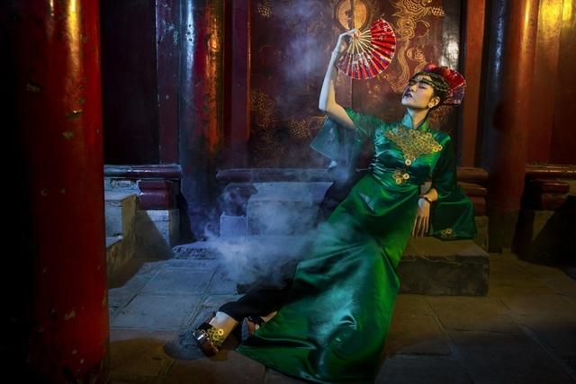 Hạ Vy, Phan Hà Phương khiến du khách quốc tế trầm trồ với áo dài cổ - 10