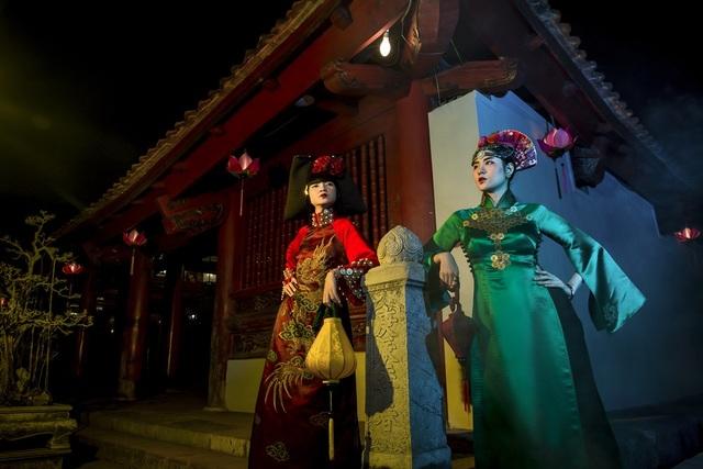 Hạ Vy, Phan Hà Phương khiến du khách quốc tế trầm trồ với áo dài cổ - 16