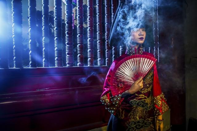 Hạ Vy, Phan Hà Phương khiến du khách quốc tế trầm trồ với áo dài cổ - 13