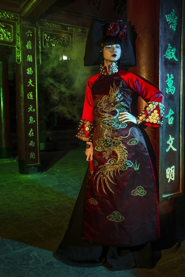 Hạ Vy, Phan Hà Phương khiến du khách quốc tế trầm trồ với áo dài cổ - 11