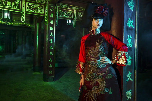 Hạ Vy, Phan Hà Phương khiến du khách quốc tế trầm trồ với áo dài cổ - 15