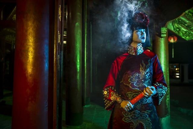 Hạ Vy, Phan Hà Phương khiến du khách quốc tế trầm trồ với áo dài cổ - 14