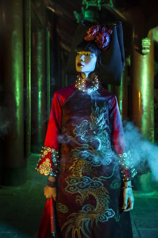 Hạ Vy, Phan Hà Phương khiến du khách quốc tế trầm trồ với áo dài cổ - 12