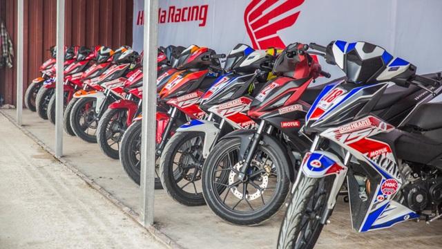 Các khách hàng còn được tham quan các gian trưng bày sản phẩm xe và phụ kiện khác của Honda Việt Nam.