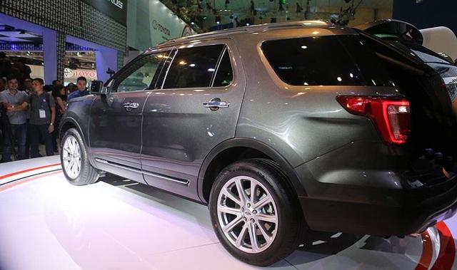 Ford Explorer sẽ chính thức có mặt tại tất cả các đại lý bán lẻ của Ford trên khắp cả nước vào cuối năm 2016, với mức giá 2,18 tỷ đồng (đã bao gồm các loại thuế) với bốn tùy chọn màu: trắng, đen, đỏ và ghi xám.
