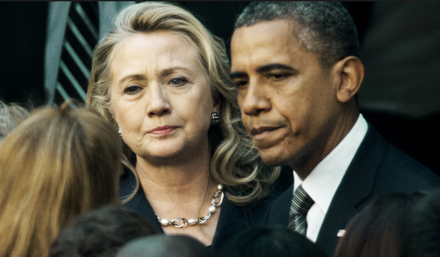 Tổng thống Mỹ Barack Obama (phải) và ứng viên tổng thống Dân chủ Hillary Clinton. (Ảnh: AFP)