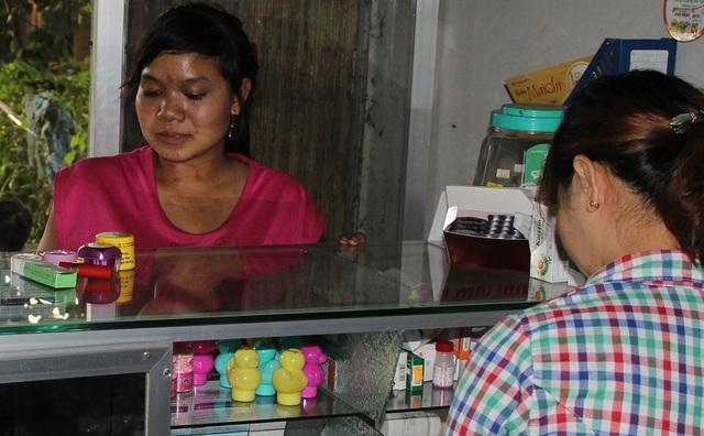 Mỹ phẩm giá rẻ thường được bán ở các tiệm thuốc Tây hoặc cửa hàng tạp hóa