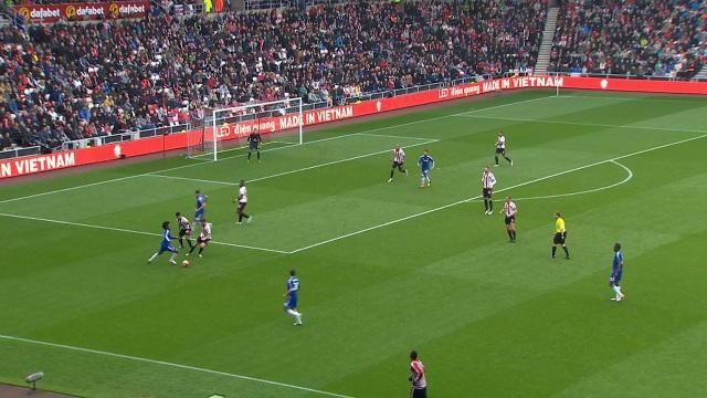Thương hiệu Điện Quang rực rỡ trên sân giải ngoại hạng Anh trong mùa giải trước.
