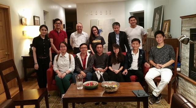Sinh viên Y ĐH Tân Tạo gặp gỡ GS Ngô Bảo Châu trong chuyến thực tập 2 tháng tại Bệnh viện St. Mary, bang Indiana, Hoa Kỳ.