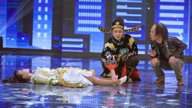 Tiết mục mở màn đầy hài hước của các nghệ sĩ. Trong tiết mục này, Vân Dung hoá thân thành nàng Juiliet, Tự Long hoá thân thành nghệ sĩ Tuồng còn Quang Thắng đóng vai Romeo.