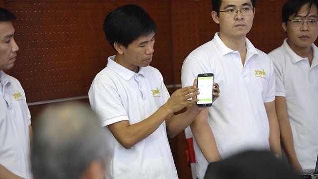 Nhóm ứng dụng Xpeak - học tiếng anh giao tiếp của công ty Cổ phần Công nghệ Giáo dục Thông Minh (VietED) đang trình diễn về các tính năng đặc biệt trên ứng dụng của mình. Sau 2,5 tháng triển khai, Xpeak đã có 20.000 lượt tải trên các gian hàng Apple Store và Google Play, trong đó có khoảng 1.000 người sử dụng thường xuyên mỗi ngày.