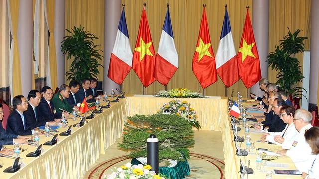 Việt Nam ký kết mua 40 máy bay của Pháp - 1