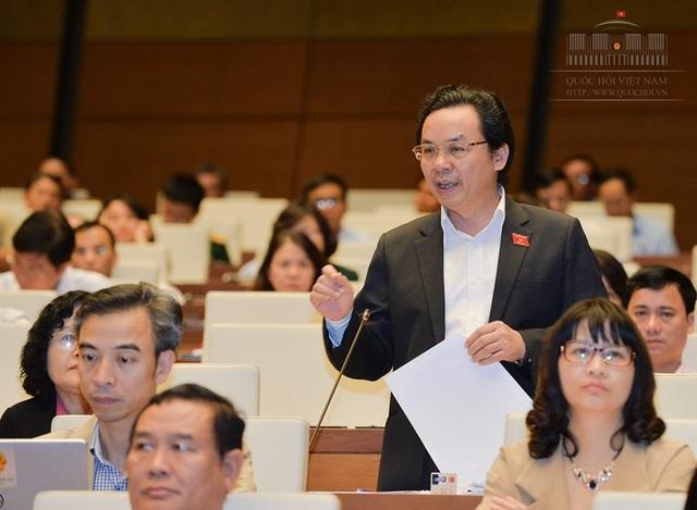 Đại biểu Hoàng Văn Cường đề nghị dừng hẳn việc thu thuế đất nông nghiệp.