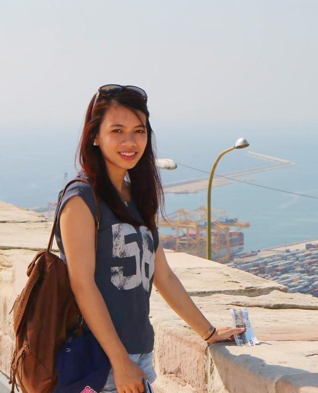 Hồng Nhung trong chuyến du lịch tại Tây Ban Nha
