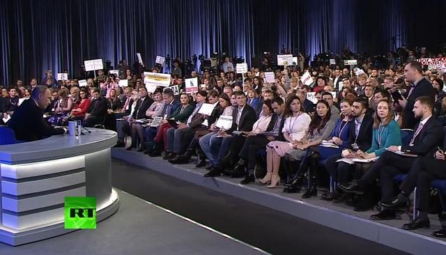 Ông Putin trả lời các câu hỏi của các nhà báo (Ảnh: RT)