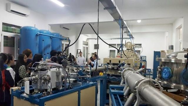 """Quan sát máy gia tốc tĩnh điện Tandem, Pelletron 5SDH-2 - """"trái tim"""" của nghiên cứu ứng dụng của Vật lý và công nghệ hạt nhân của trường ĐH Khoa học Tự nhiên"""