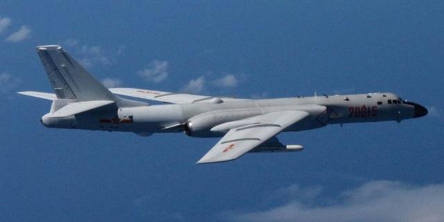Máy bay ném bom tầm xa Xian H-6 của Trung Quốc (Ảnh: Stripes)