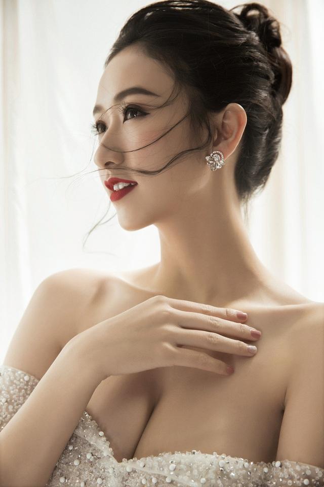 Á hậu Hà Thu chưa nghĩ đến chuyện lấy chồng trong năm mới - 1