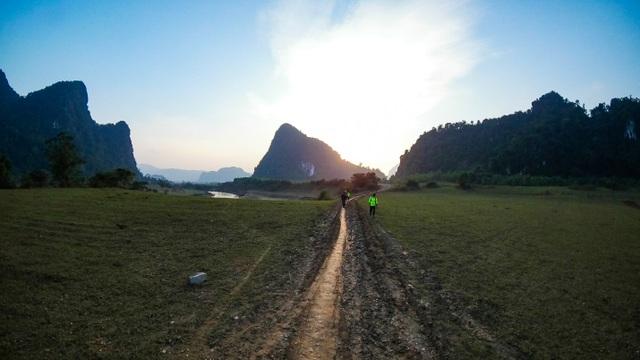 Nền trời xanh thẳm cùng ánh sáng cuối ngày tại Tú Làn được tái hiện rất chân thật bằng Gear 360. (Ảnh: Tuấn Lê)