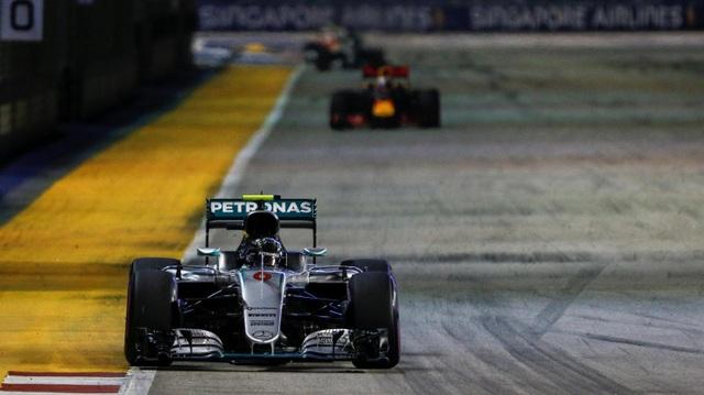 Nico Rosberg thắng tuyệt đối tại chặng đua Singapore - 12