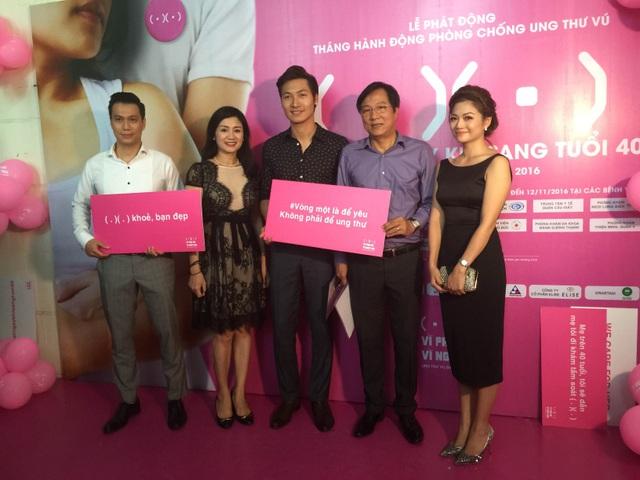 Các nghệ sĩ hưởng ứng chiến dịch Tầm soát ung thư vú (từ trái qua phải): Việt Anh, Thu Hà, Mạnh Trường, Trọng Trinh, Kiều Anh.