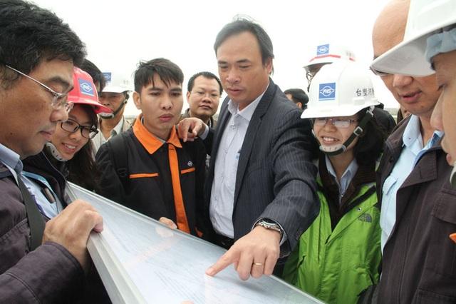 Đoàn công tác tiến hành kiểm tra tiến độ xây dựng các hệ thống phụ trợ cải thiện môi trường.