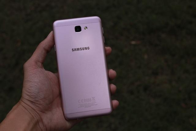 Trên tay và đánh giá nhanh Galaxy J7 Prime Hồng Vàng - 7