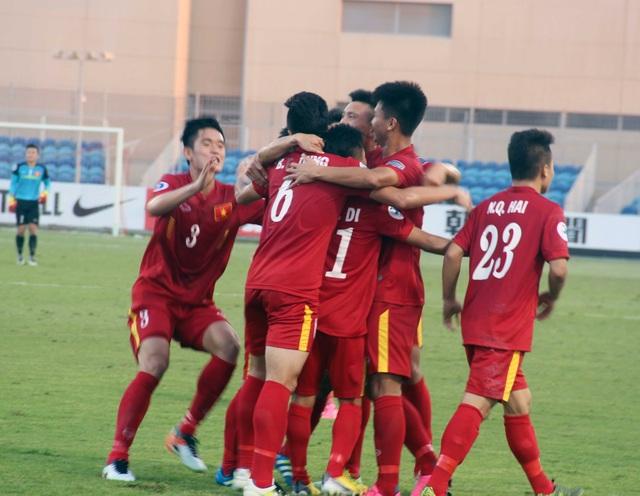 U19 Việt Nam ăn mừng bàn thắng mở tỷ số của Minh Dĩ