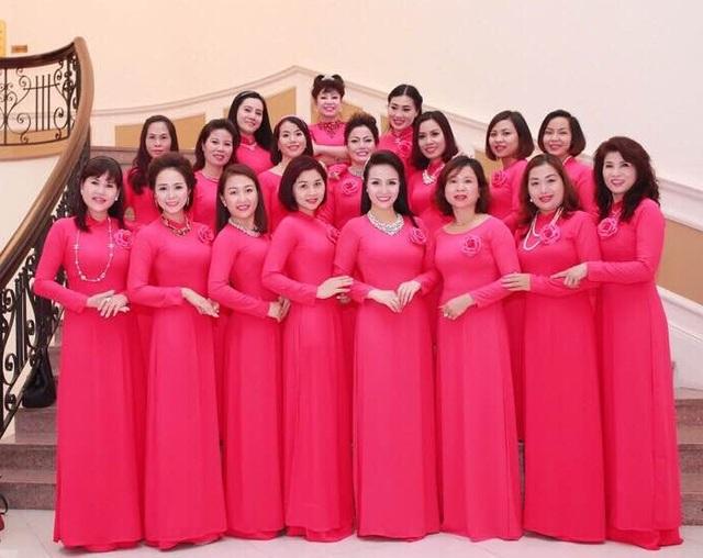 Các thành viên của CLB phụ nữ Việt