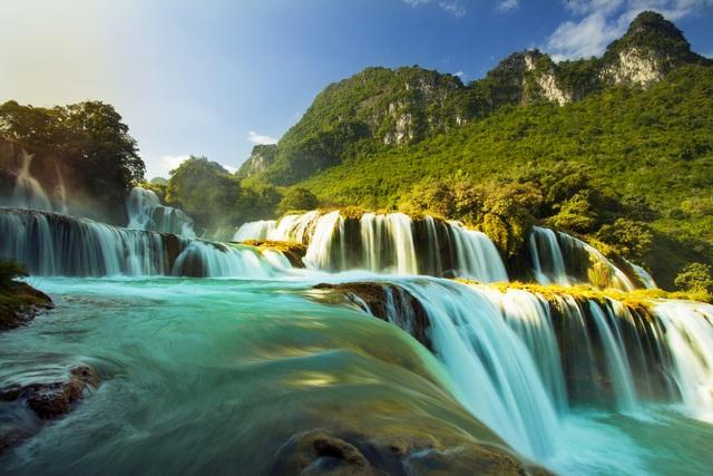 Giải lụa xanh ngọc là đặc trưng của Bản Giốc mùa thu