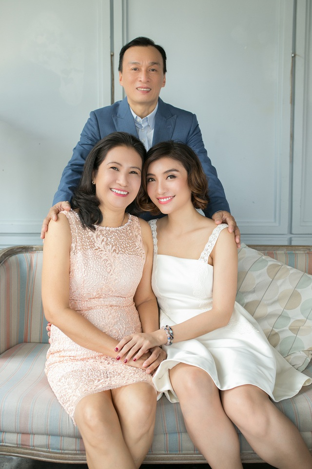 Dễ nhận thấy bố Tiêu Châu Như Quỳnh và ca sĩ Lam Trường có gương mặt hao hao nhau.