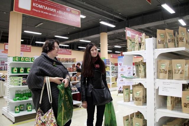 """Doanh nghiệp """"bội thu"""" tại Hội chợ """"Tuần lễ hàng HN tại Matxcova 2016"""" - 4"""