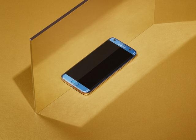Sắc màu đột phá, đầy cuốn hút trên Galaxy S7 edge Xanh Coral.