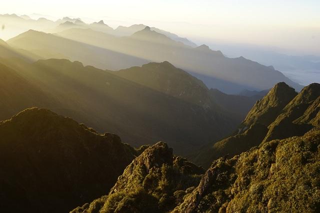 Phong cảnh tuyệt đẹp vào mỗi sáng khi ở đỉnh núi Phan Si Păng