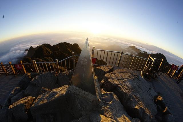 Ngắm đỉnh Phan Si Păng huyền ảo trong mùa đẹp nhất năm - 10