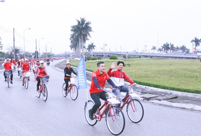 Đạp xe diễu hành tuyên truyền về An toàn Giao thông trong khuôn khổ Chương trình tại Thái Bình..