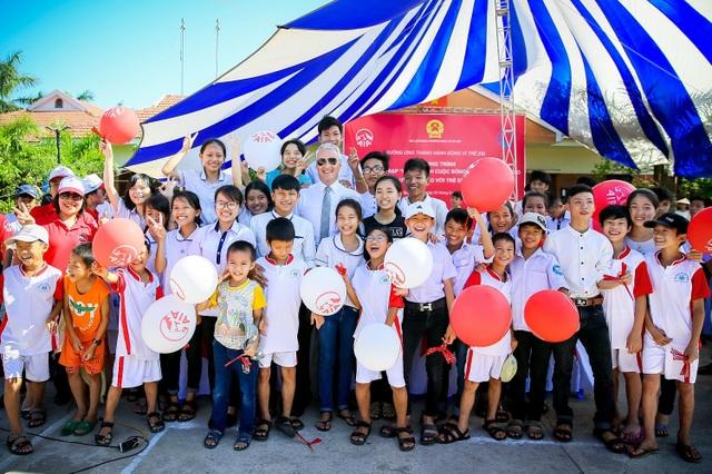 và chung vui với các cháu làng trẻ SOS Đồng Hới, Quảng Bình
