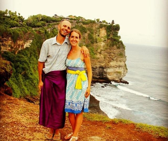 Mike và Anne tại đền Uluwatu, In-đô-nê-xi-a