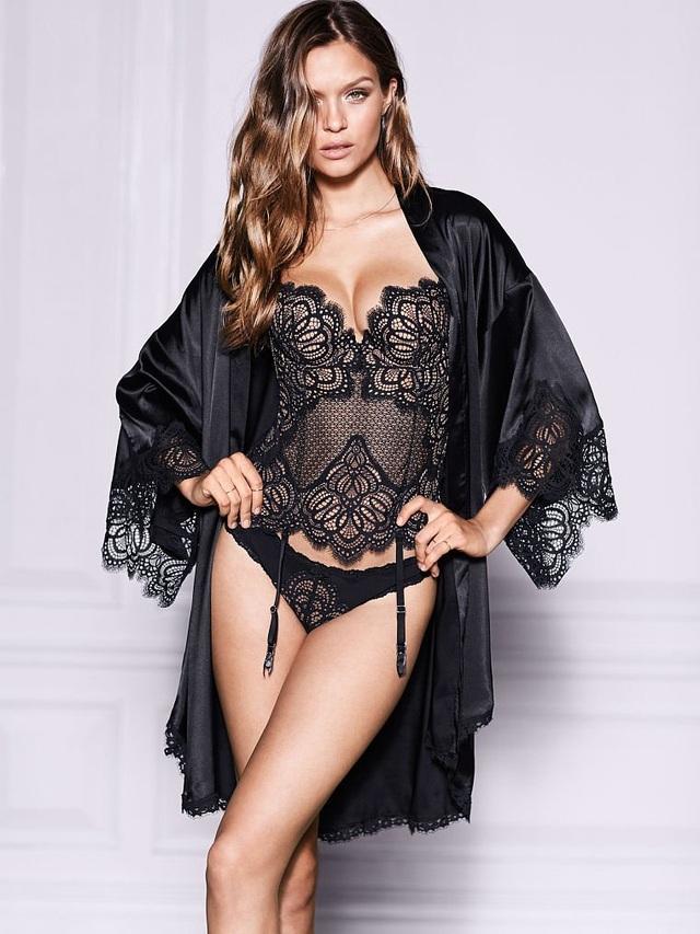 Josephine Skriver bốc lửa trong bộ ảnh quảng cáo mới của hãng Victorias Secret