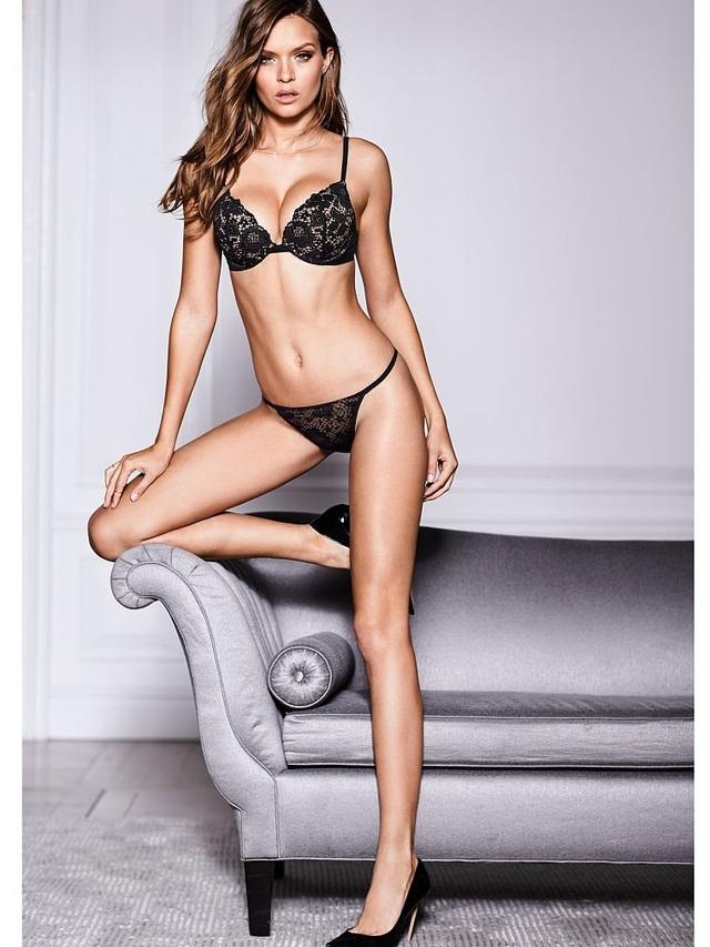 Josephine Skriver trở nên nổi tiếng nhanh chóng trong làng mốt nhờ đôi chân dài miên man và vẻ đẹp cá tính