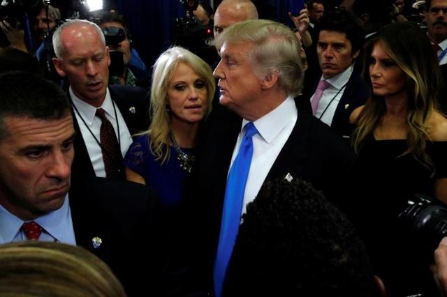 Trước khi làm cố vấn cho ông Trump, bà từng hỗ trợ cho chiến dịch tranh cử của các thượng nghị sĩ Cộng hòa như Mitt Romney hay Ted Cruz.